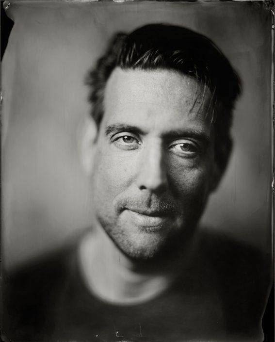 'Guido' van heel holland bakt, 24x30 cm Tintype portret gemaakt met het wetplate collodium procedé
