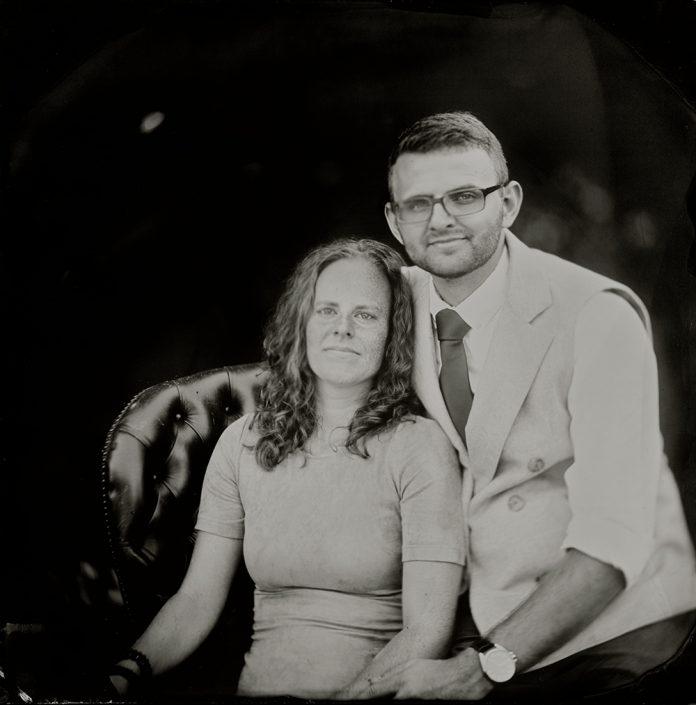20x20 cm Tintype portret buiten in de tuin gemaakt met het wetplate collodium procedé