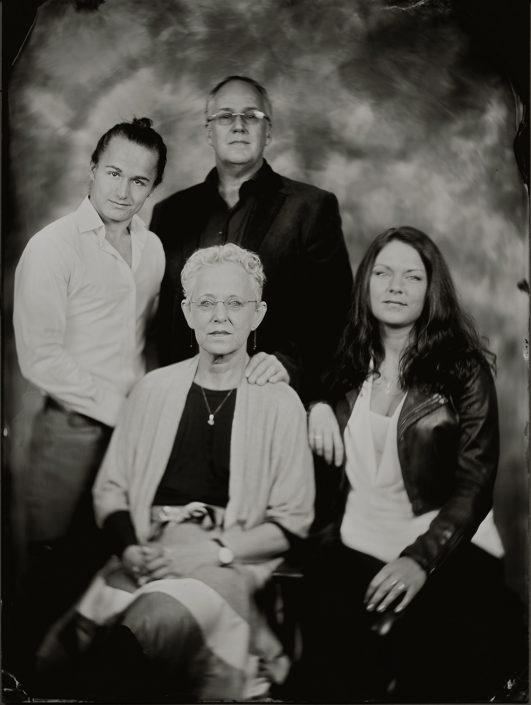 Familieportret 18x24 cm Tintype gemaakt met het wetplate collodium procedé