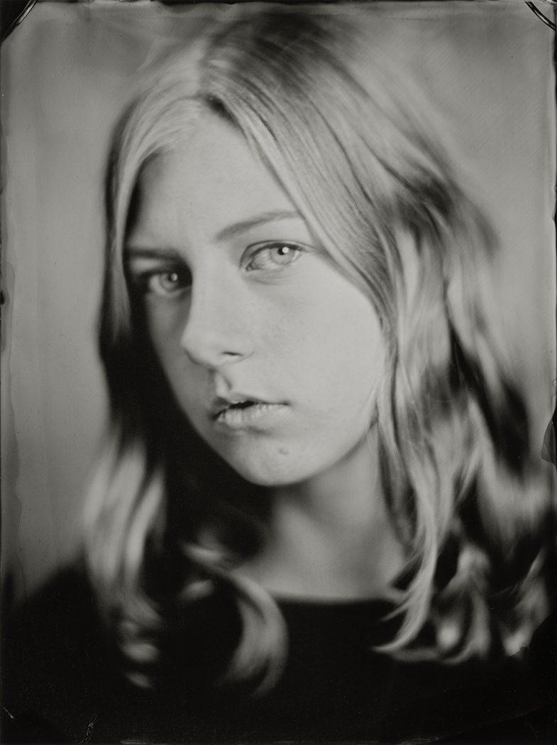 'Lotte' 18x24 cm Tintype portret gemaakt met het wetplate collodium procedé