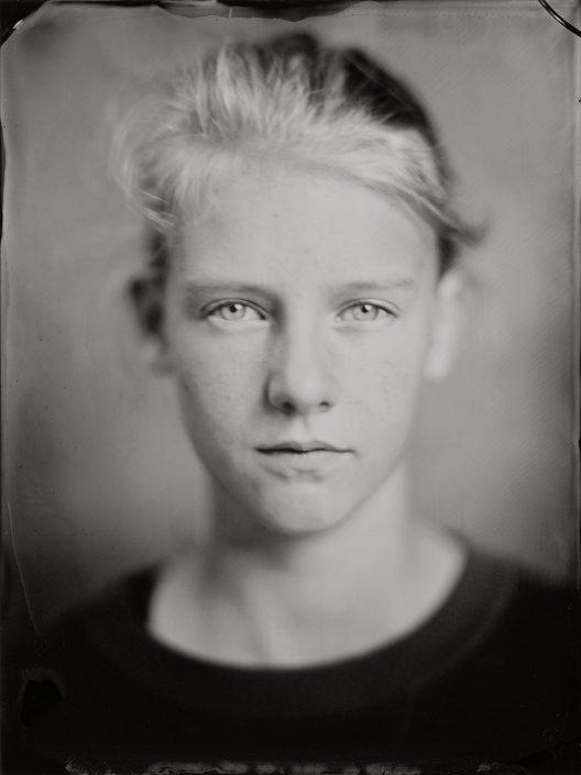 'Emma' 18x24 cm Tintype portret gemaakt met het wetplate collodium procedé