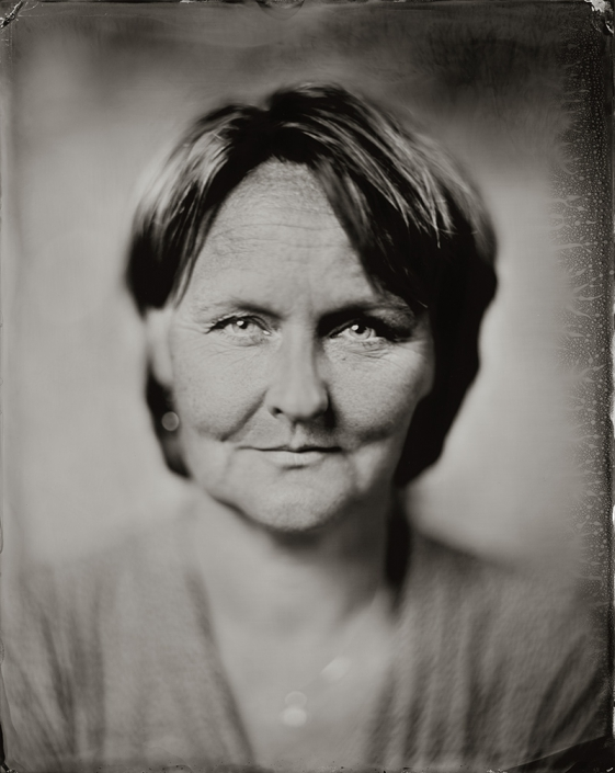 24x30 cm Wetplate Tintype portret van Elvire, kado voor haar 50ste verjaardag